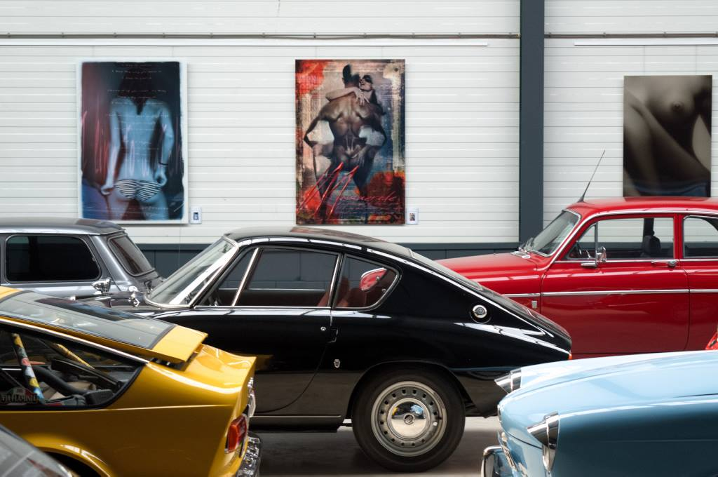 Aantal klassieke auto's en kunst